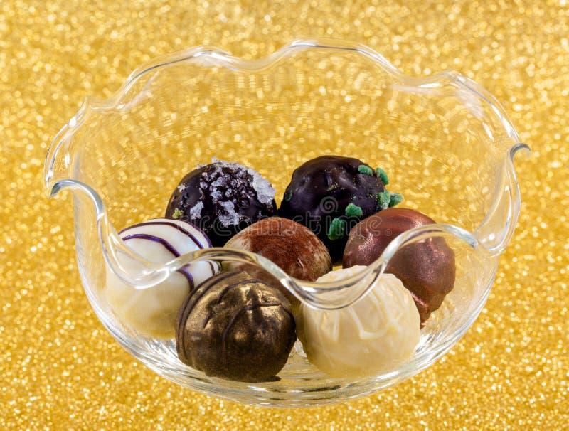 Μια επιλογή του όμορφου χεριού - γίνοντες σοκολάτες στοκ φωτογραφία