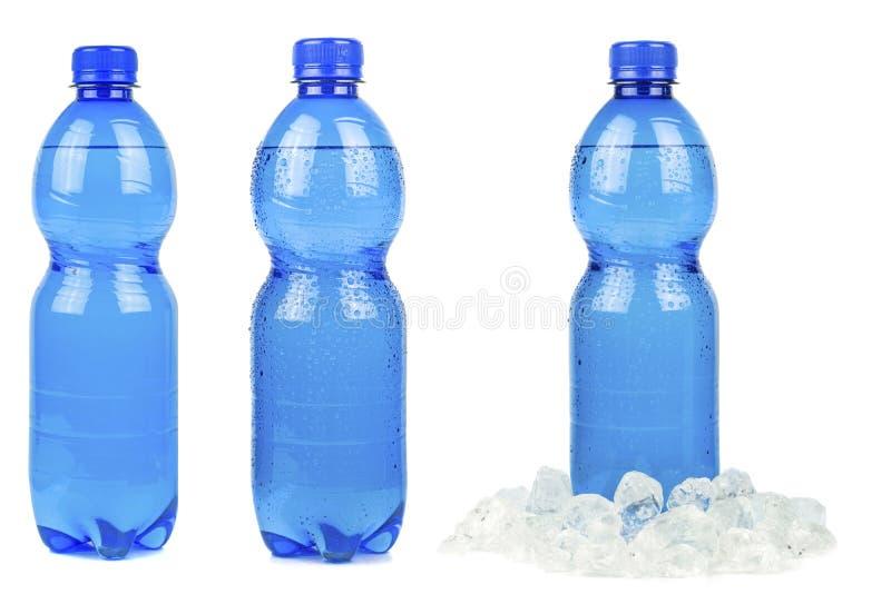 Μια επιλογή των μπλε μπουκαλιών του μεταλλικού νερού στοκ φωτογραφίες