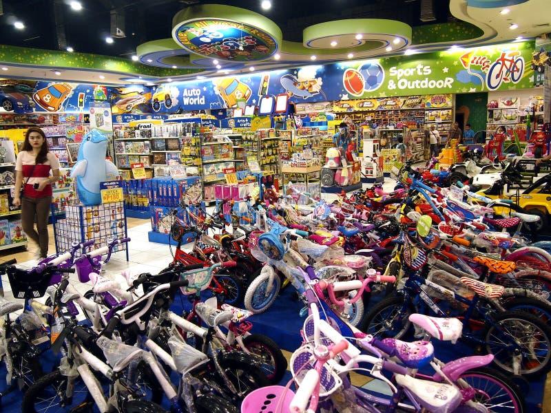 Μια ευρεία ποικιλία των παιχνιδιών στην επίδειξη στα παιχνίδια Ρ εμείς μέσα στο Robinson ` s Galleria στο Quezon City στοκ φωτογραφίες