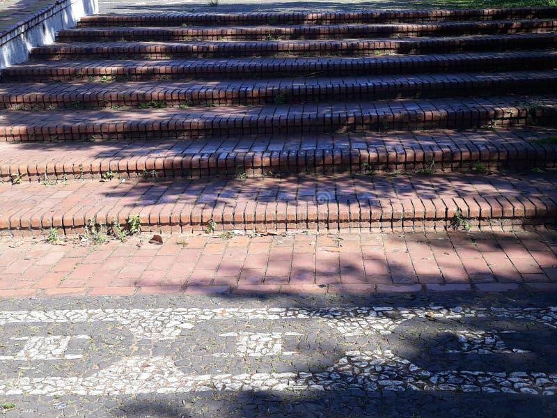 Μια ευρεία σκάλα στο τετράγωνο στοκ φωτογραφίες με δικαίωμα ελεύθερης χρήσης