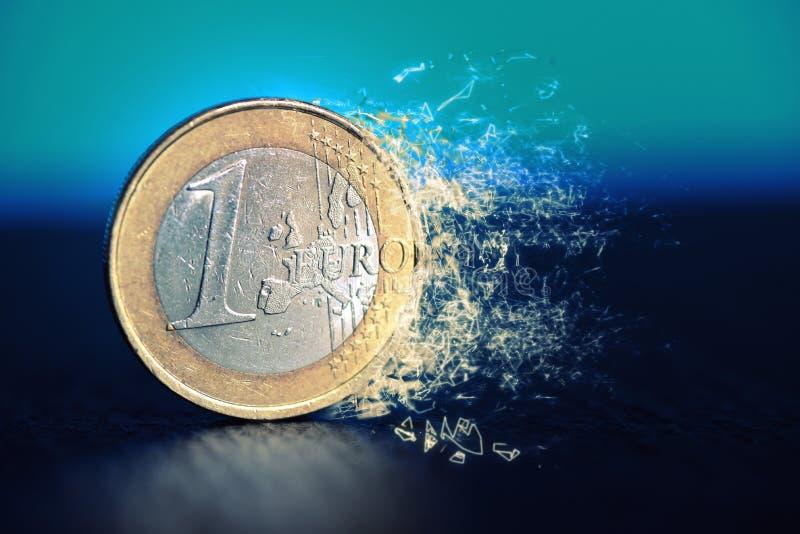 Μια ευρο- σπασμένη νόμισμα ΕΕ Ευρώπη χρηματοδότησης κρίσης στοκ φωτογραφία με δικαίωμα ελεύθερης χρήσης