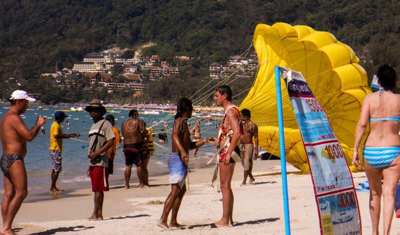 Μια ημέρα στην παραλία και την κατοχή της διασκέδασης στοκ εικόνες