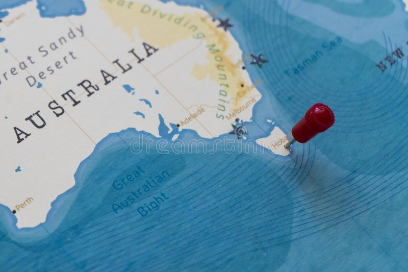 Μια καρφίτσα στο Χόμπαρτ, Αυστραλία στον παγκόσμιο χάρτη στοκ εικόνα