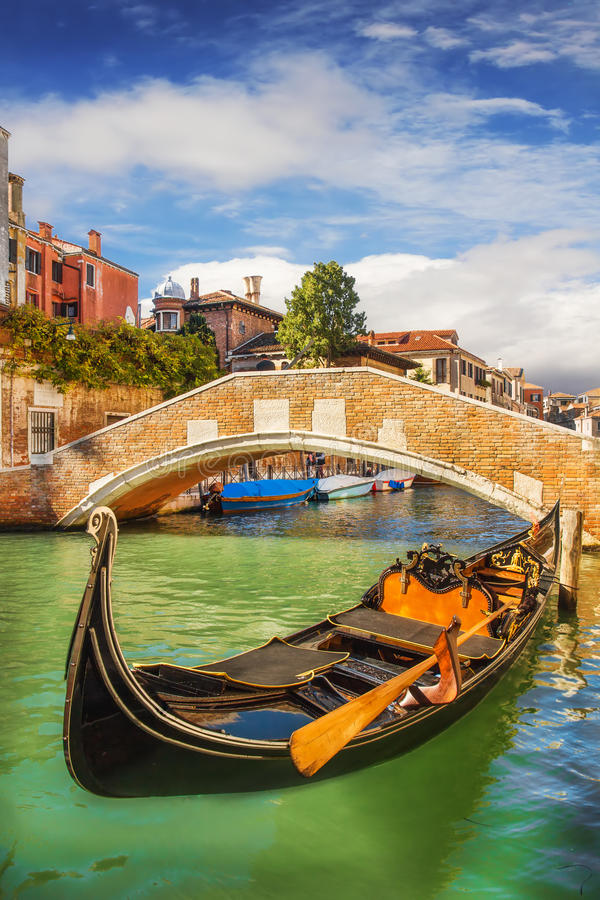 Μια κινηματογράφηση σε πρώτο πλάνο μιας γόνδολας στη Βενετία στοκ φωτογραφία