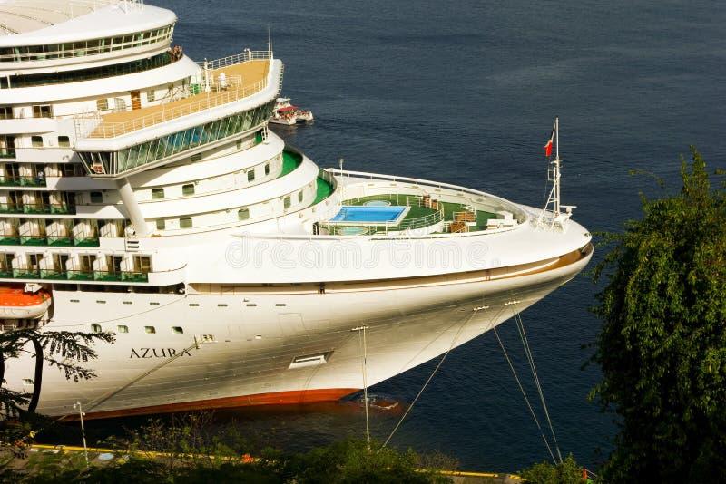 Μια κινηματογράφηση σε πρώτο πλάνο του azura επιβατηγών πλοίων στοκ εικόνα με δικαίωμα ελεύθερης χρήσης