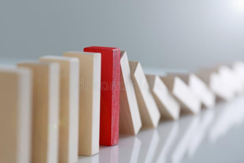 Μια κόκκινη νικητών σειρά φραγμών λαχειοφόρων αγορών ξύλινη στοκ φωτογραφία με δικαίωμα ελεύθερης χρήσης