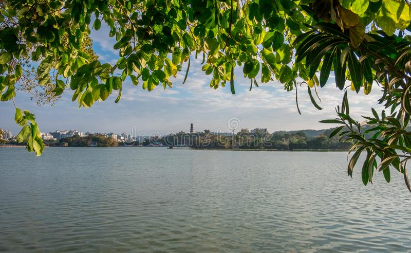 Μια λίμνη και ένας ουρανός στοκ φωτογραφία