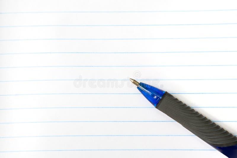 Μια μάνδρα σε ένα κυβερνημένο σημειωματάριο E r στοκ φωτογραφία