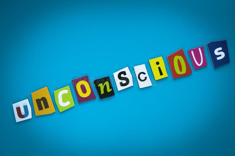 Μια μεμονωμένη λέξη - ασυναίσθητη - από τις ζωηρόχρωμες επιστολές περικοπών σε ένα μπλε υπόβαθρο Κείμενο στο έμβλημα Επιγραφή στη ελεύθερη απεικόνιση δικαιώματος