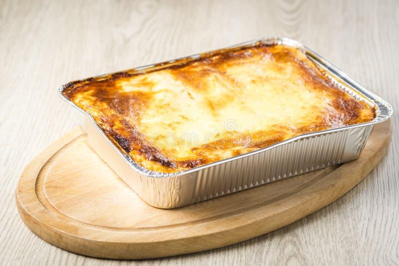 Μια μερίδα του lasagna κατ' ευθείαν από το φούρνο στοκ εικόνες με δικαίωμα ελεύθερης χρήσης