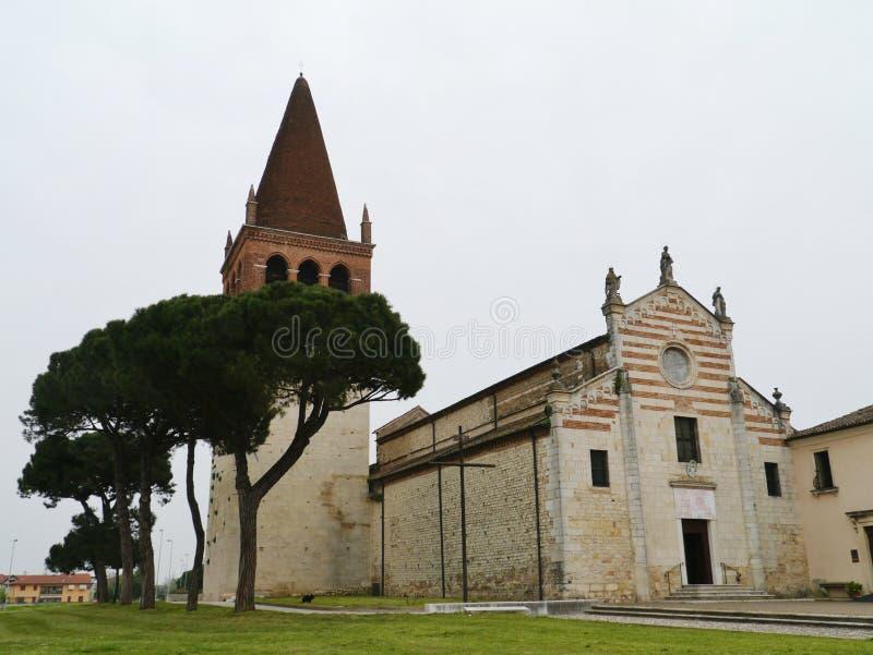 Μια μεσαιωνική εκκλησία στο SAN Bonifacio στην Ιταλία στοκ φωτογραφίες