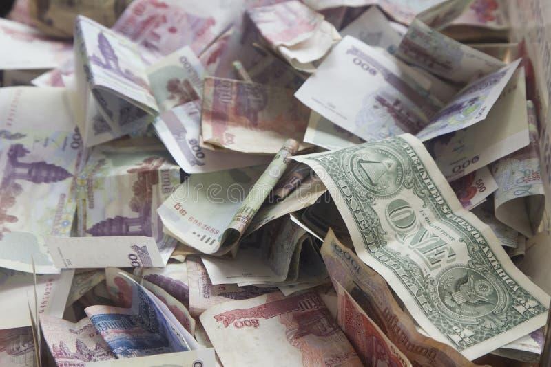 Σημείωση αμερικανικών δολαρίων Α1 σε ένα κιβώτιο δωρεάς στοκ φωτογραφίες