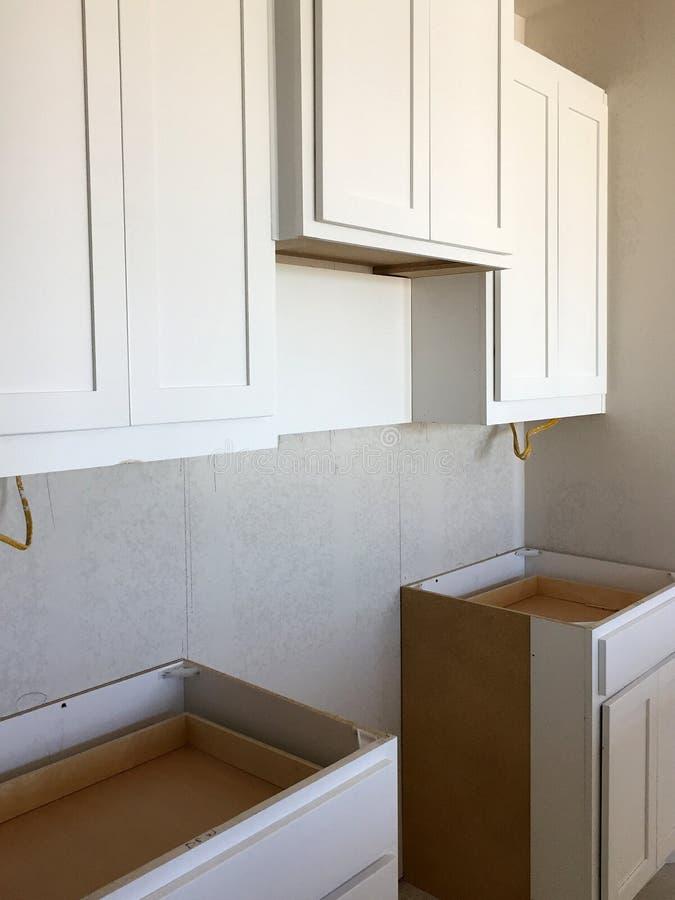 Μια μικρή κουζίνα της κατασκευής καινούργιων σπιτιών στοκ φωτογραφία με δικαίωμα ελεύθερης χρήσης
