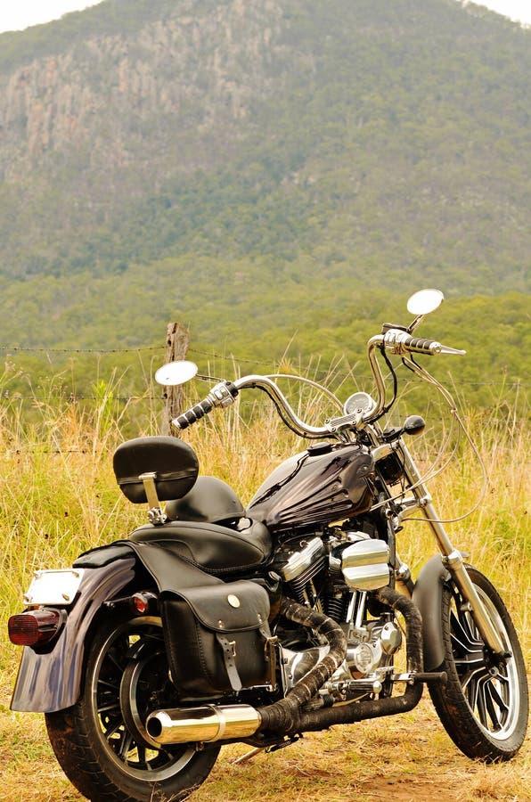 Μια μοτοσικλέτα σε έναν να περιοδεύσει καλοκαιρινών διακοπών οδικού ταξιδιού εσωτερικό Αυστραλία στοκ φωτογραφίες με δικαίωμα ελεύθερης χρήσης