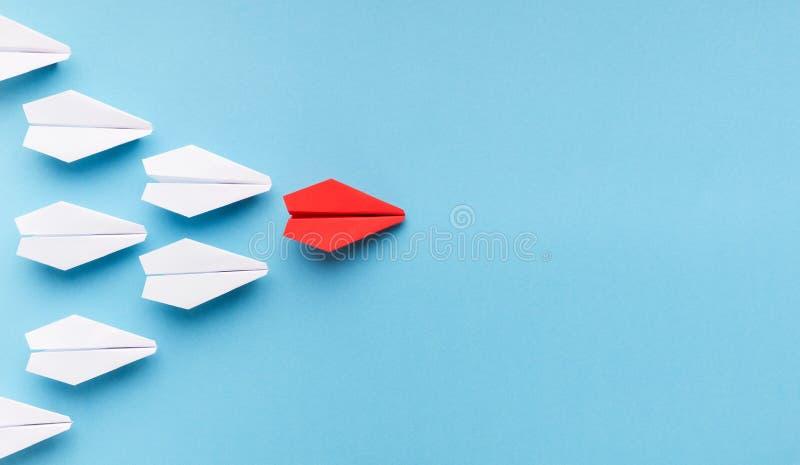 Μια μπλε κύρια ομάδα αεροπλάνων εγγράφου άσπρων στοκ εικόνα με δικαίωμα ελεύθερης χρήσης