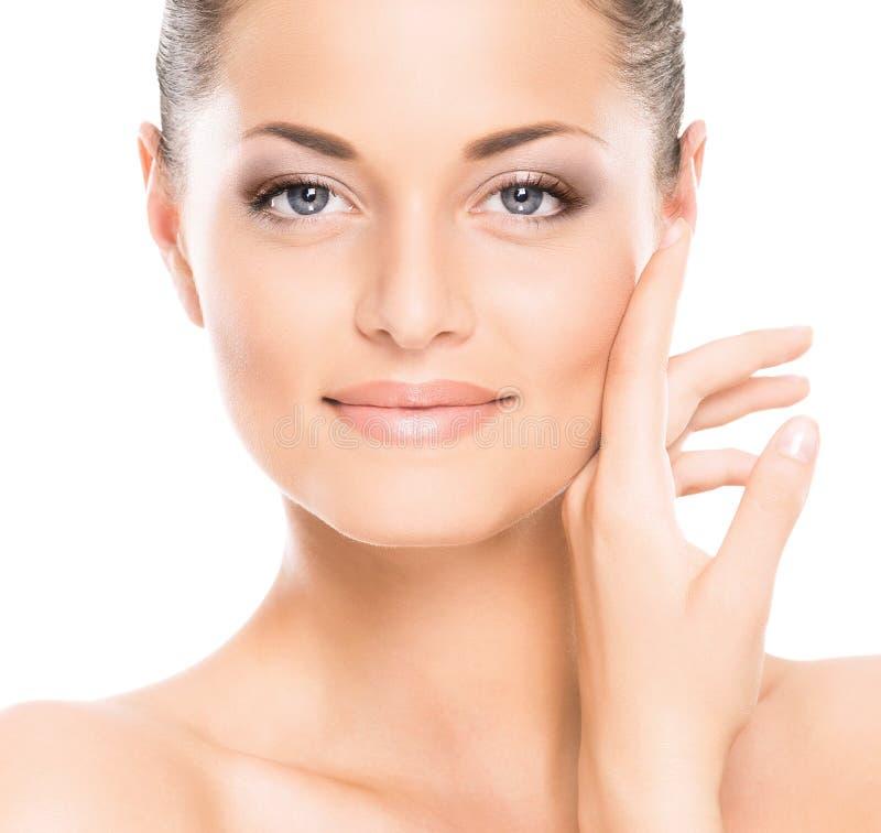 Μια νέα καυκάσια γυναίκα στο όμορφο makeup στοκ εικόνες με δικαίωμα ελεύθερης χρήσης