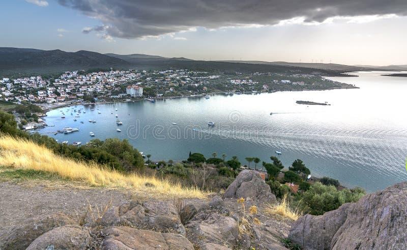 Μια νεφελώδης άποψη της αρχαίας πόλης Erythrai, κοντά σε Cesme στοκ φωτογραφία με δικαίωμα ελεύθερης χρήσης