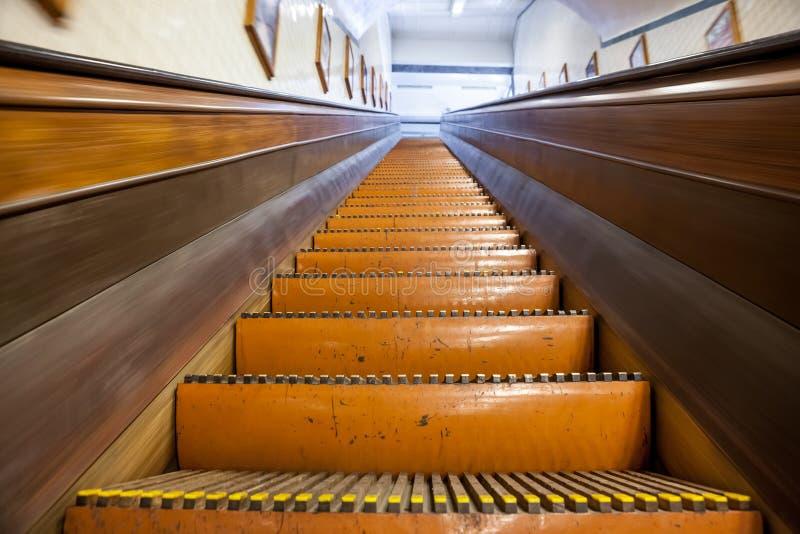 Μια ξύλινη κυλιόμενη σκάλα στοκ εικόνες