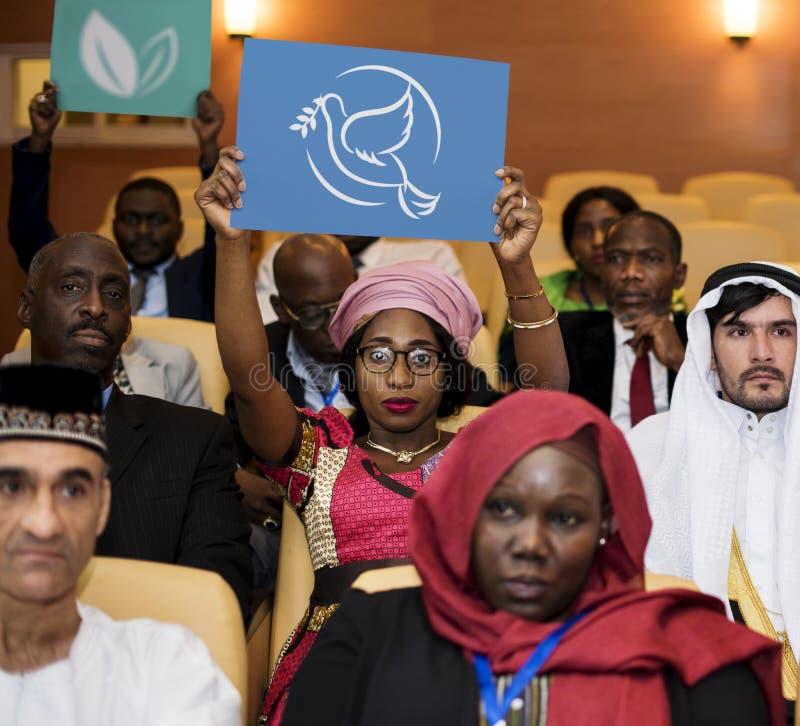 Μια ομάδα διεθνών εκπροσώπων στοκ εικόνες με δικαίωμα ελεύθερης χρήσης