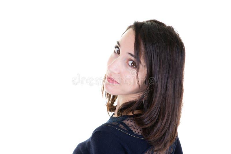 Μια πίσω άποψη της ευτυχούς γυναίκας στο μαύρο πουκάμισο και το άσπρο υπόβαθρο στοκ εικόνα με δικαίωμα ελεύθερης χρήσης