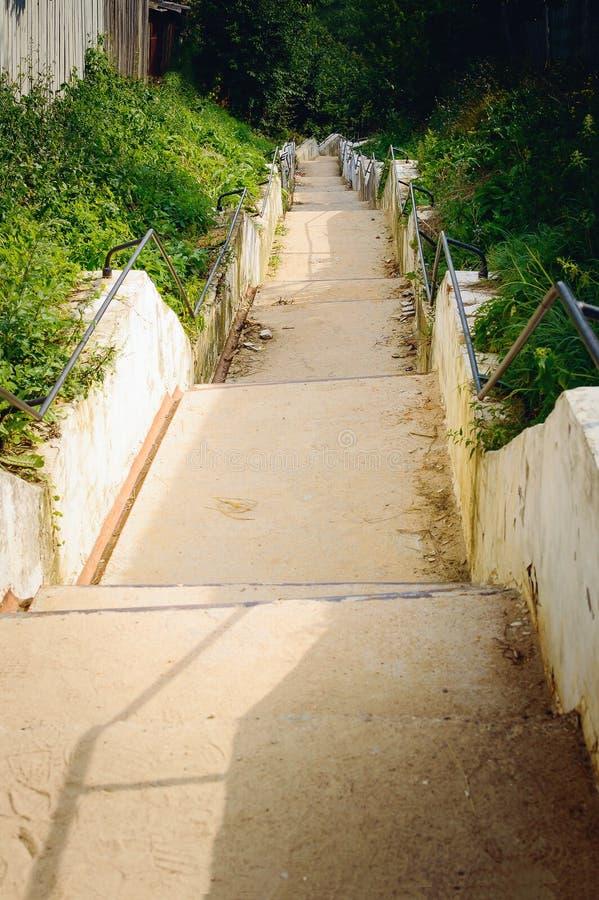 Μια παλαιά συγκεκριμένη σκάλα στοκ φωτογραφία με δικαίωμα ελεύθερης χρήσης