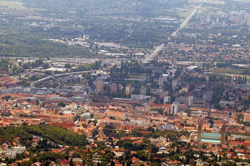Μια πανοραμική θέα του ιστορικού κέντρου Η πόλη Pécs στο νότιο μέρος της Ουγγαρίας στοκ εικόνες