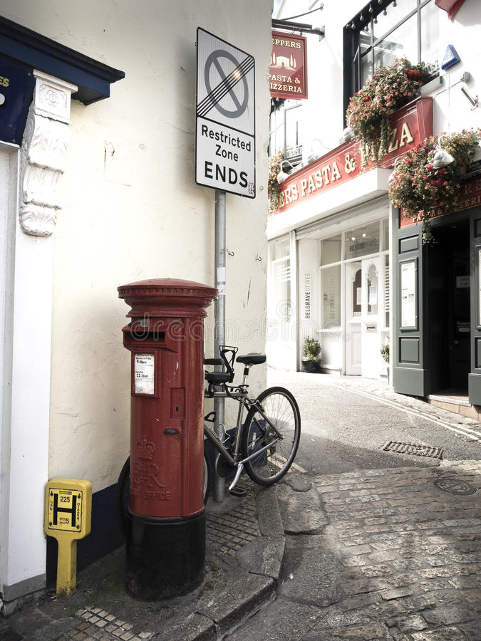 Μια πολύ χαρακτηριστική σκηνή σε μια αγγλική πόλη στοκ εικόνες