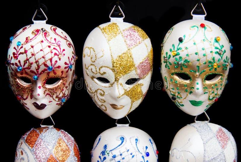 Μια σειρά των παραδοσιακών ενετικών μασκών στοκ φωτογραφίες