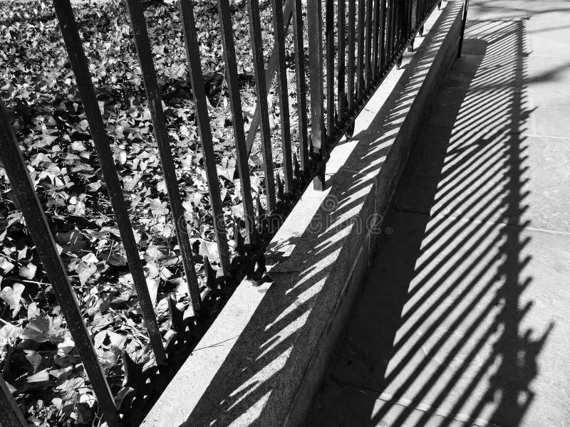 Μια σκιά ενός φράκτη στοκ φωτογραφίες με δικαίωμα ελεύθερης χρήσης