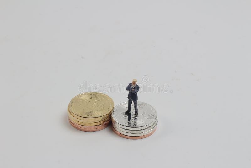 μια στάση επιχειρησιακού αριθμού στο χρυσό bitcoins στοκ φωτογραφίες με δικαίωμα ελεύθερης χρήσης