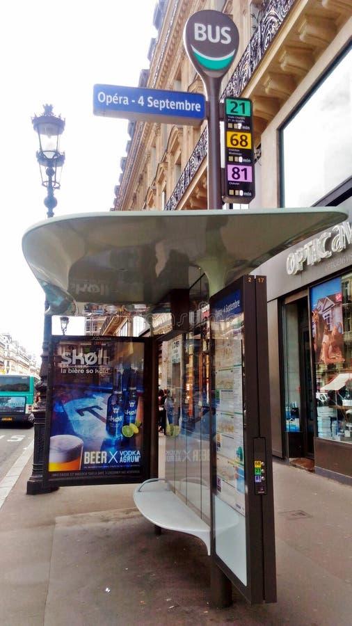 Μια στάση λεωφορείου στο Παρίσι στοκ εικόνες με δικαίωμα ελεύθερης χρήσης