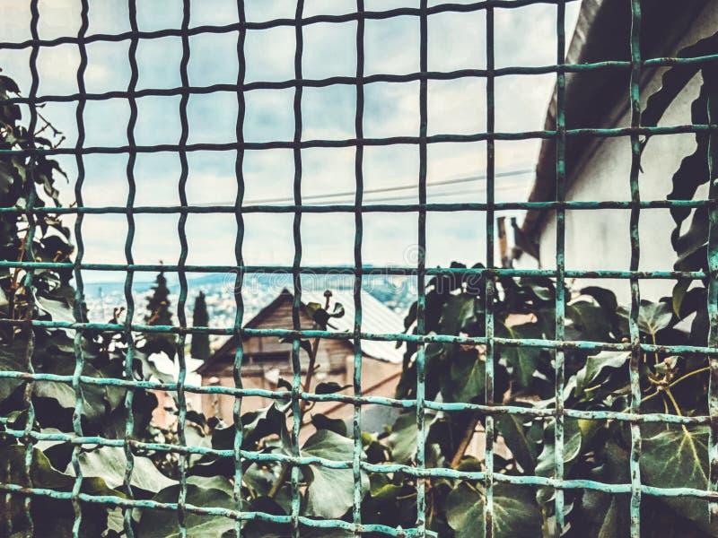 Μια συναρπαστική άποψη του παλαιού τετάρτου του Tbilisi, το κέντρο της πόλης στοκ εικόνες