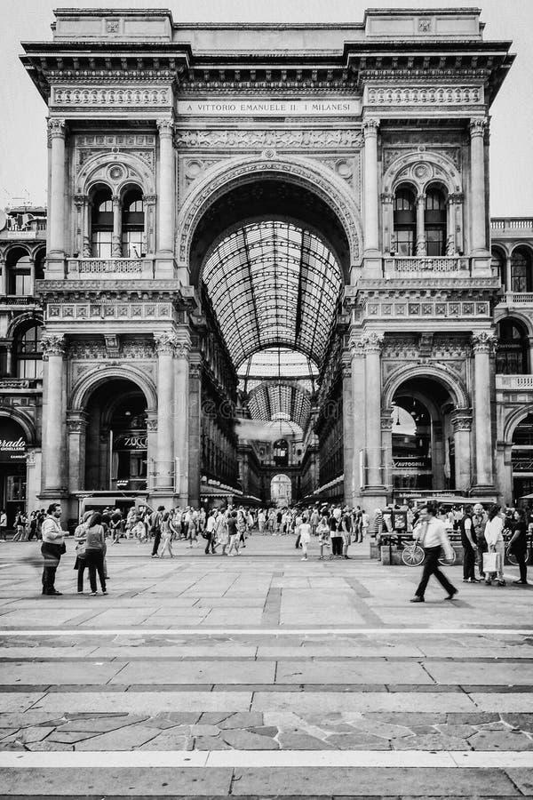 Μια συσσωρευμένη ημέρα στο κέντρο του Μιλάνου, Galleria Vittorio Emanuele στοκ φωτογραφίες με δικαίωμα ελεύθερης χρήσης