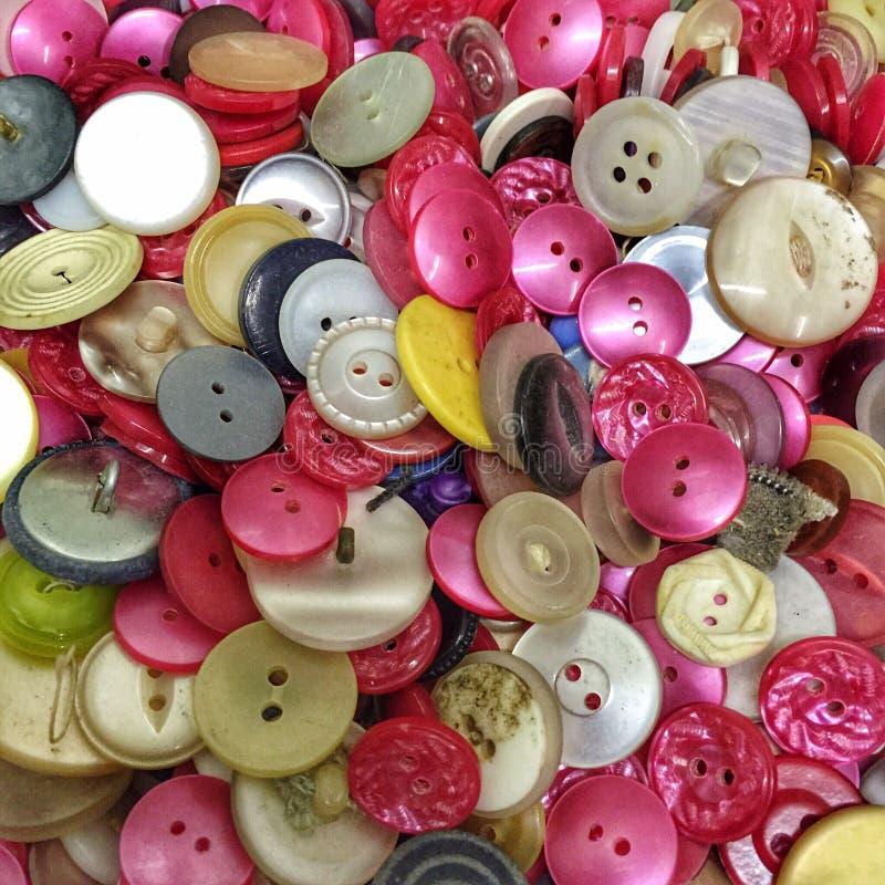 Μια συλλογή των λαμπρά χρωματισμένων κουμπιών στοκ εικόνα