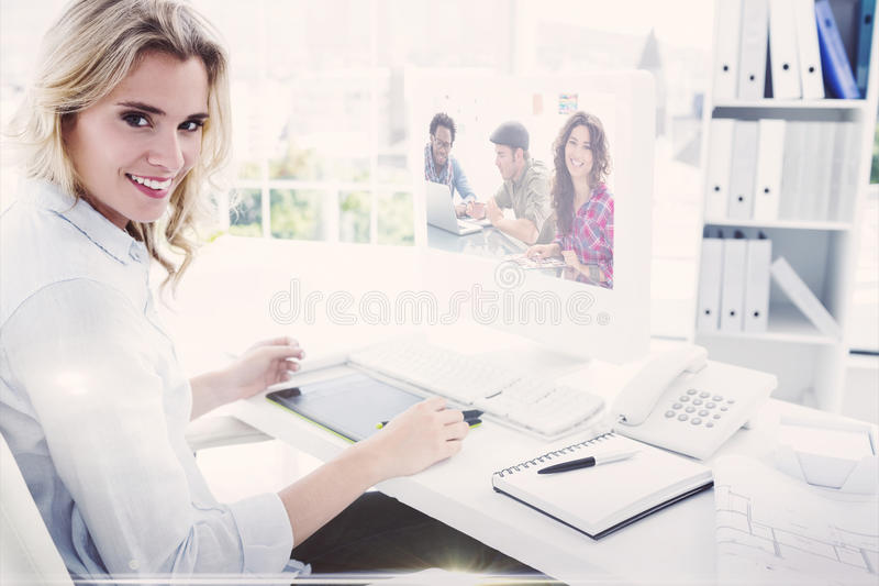Μια σύνθετη εικόνα της δημιουργικής ομάδας που εργάζεται από κοινού στοκ εικόνα