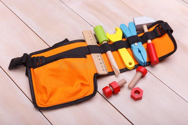 Μια τσάντα με τα ζωηρόχρωμα όργανα παιχνιδιών στοκ εικόνες