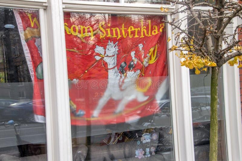 Μια υπέρ σημαία Welkom Sinterklaasfeest για το υπέρ κόμμα του Saint-Nicolas στο Άμστερνταμ οι Κάτω Χώρες 2018 στο μέτωπο ένα παρά στοκ φωτογραφία