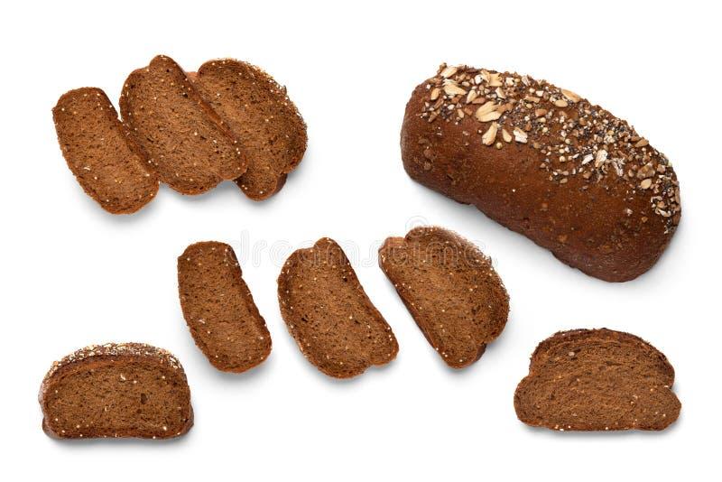 Μια φραντζόλα και φέτες του τεμαχισμένου ψωμιού φαγόπυρου στοκ φωτογραφία