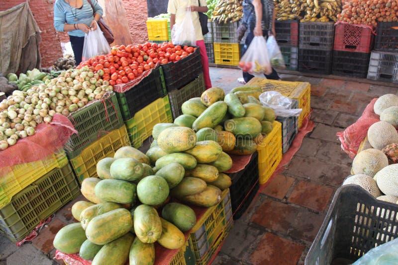 Μια χαρακτηριστική αγορά στο Καράκας με τους νωπούς καρπούς στοκ φωτογραφία με δικαίωμα ελεύθερης χρήσης