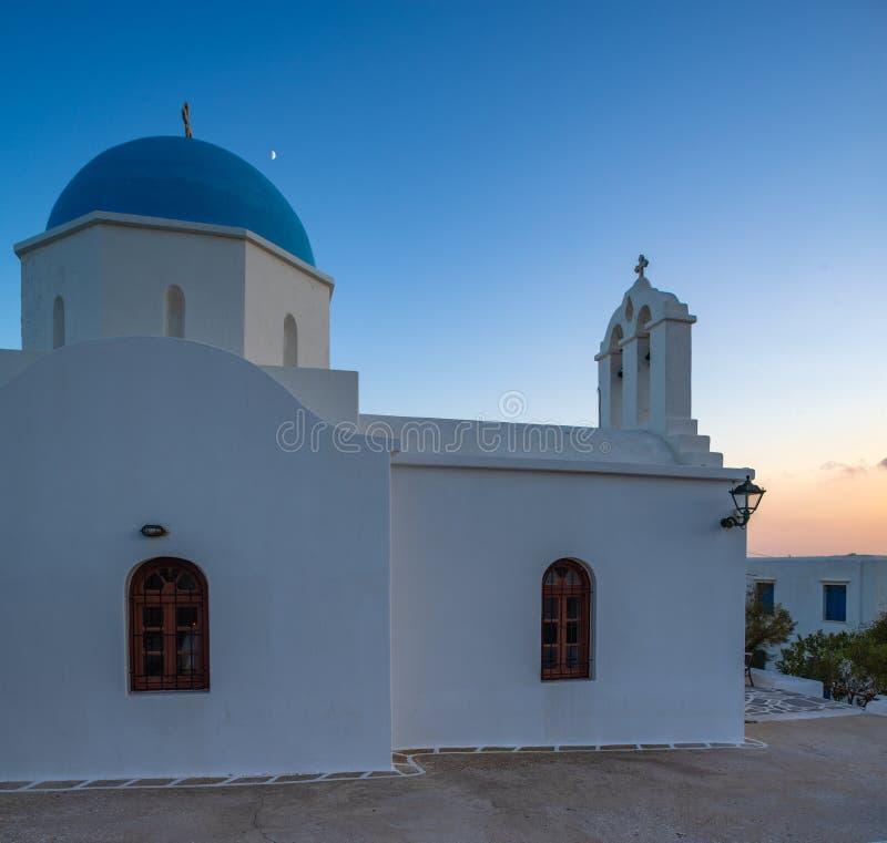 μια χαρακτηριστική εκκλησία στα ελληνικά νησιά Paros στοκ εικόνες