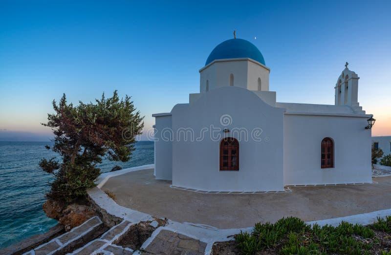 μια χαρακτηριστική εκκλησία στα ελληνικά νησιά Paros στοκ φωτογραφίες