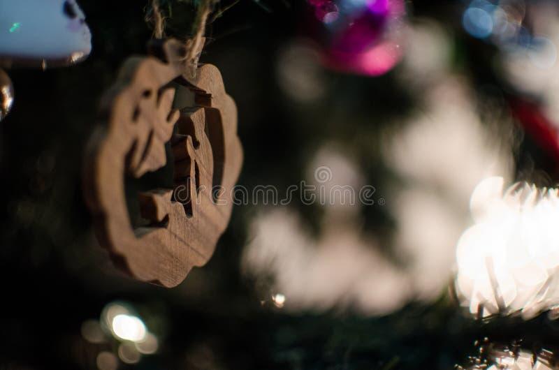 Μια χαρασμένη ξύλο διακόσμηση χριστουγεννιάτικων δέντρων στοκ εικόνες με δικαίωμα ελεύθερης χρήσης