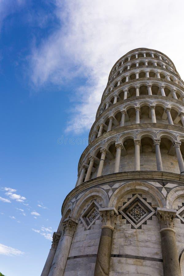 Μια όμορφη άποψη του πύργου της Πίζας από ένα τέταρτο κατωτέρω στοκ φωτογραφίες