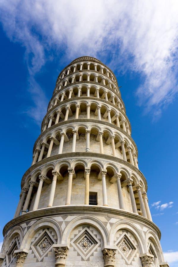 Μια όμορφη άποψη του πύργου της Πίζας από κάτω από στοκ φωτογραφία με δικαίωμα ελεύθερης χρήσης