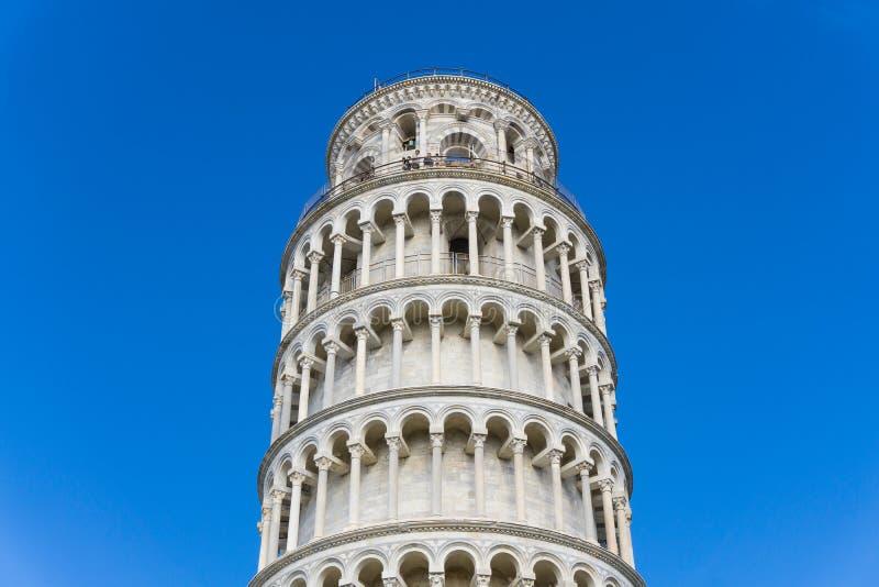 Μια όμορφη άποψη του πύργου της Πίζας από το μισό στην κορυφή στοκ φωτογραφίες με δικαίωμα ελεύθερης χρήσης