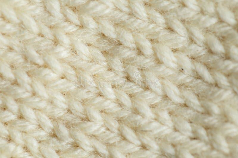 Μια όμορφη κινηματογράφηση σε πρώτο πλάνο ενός πλεγμένου θερμού και μαλακού σχεδίου μαλλιού Μαλακό κάλτσες ή μαντίλι του φυσικού  στοκ φωτογραφία με δικαίωμα ελεύθερης χρήσης