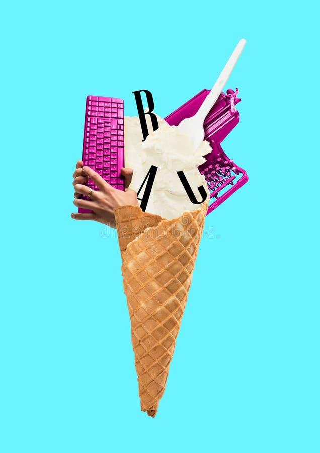 Μια copywriting έννοια Κώνος παγωτού που γεμίζουν με τις επιστολές, το πληκτρολόγιο εκμετάλλευσης γραφομηχανών και χεριών σχέδιο  στοκ εικόνες με δικαίωμα ελεύθερης χρήσης