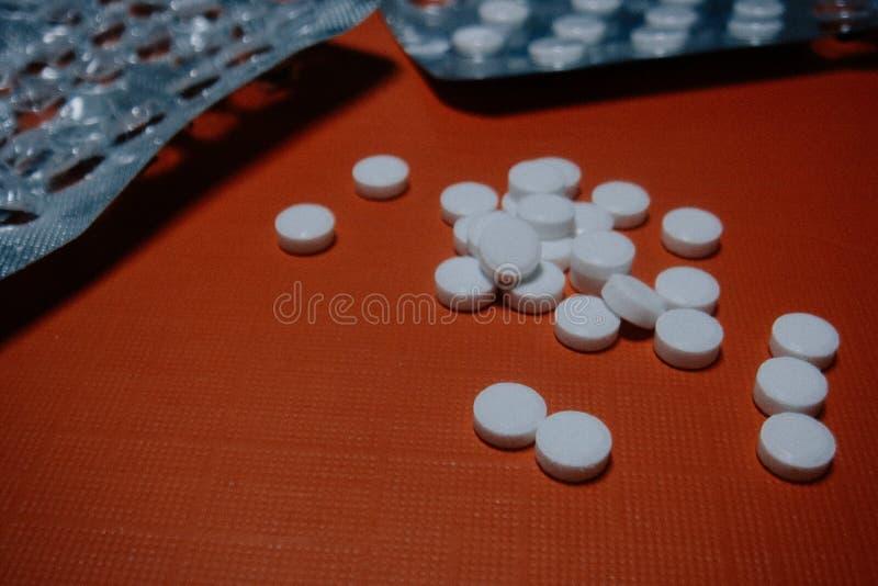 Μικρά άσπρα χάπια στοκ φωτογραφία με δικαίωμα ελεύθερης χρήσης