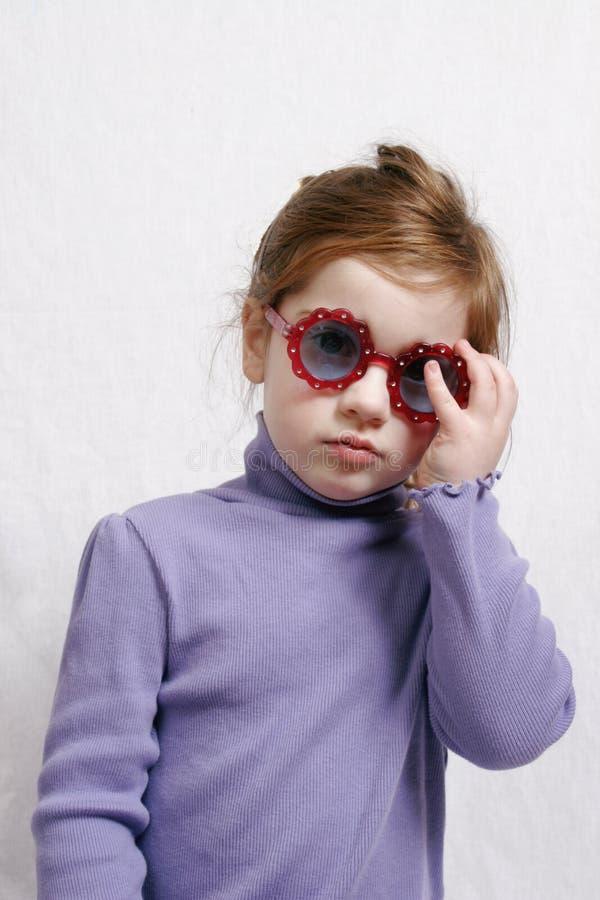 μικρά γυαλιά ηλίου κοριτ&s Στοκ Εικόνες
