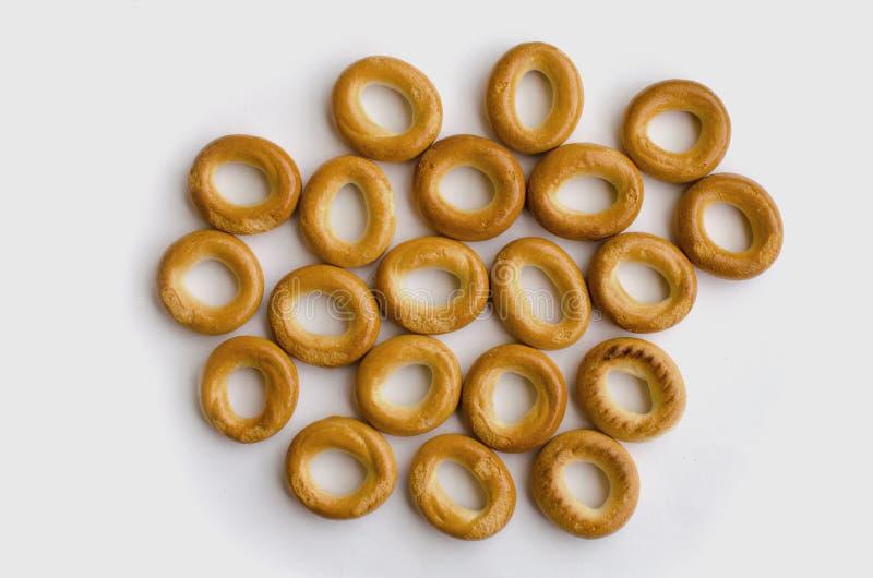 Μικρά εύγευστα και φρέσκα bagels στο άσπρο υπόβαθρο στοκ εικόνες
